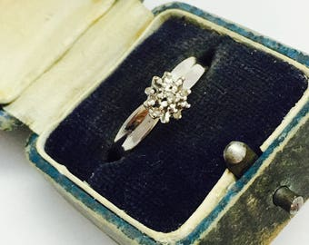 Vintage 10K Gold and Diamond Cluster Flower Ring - Size 7 - 2.0 Grams