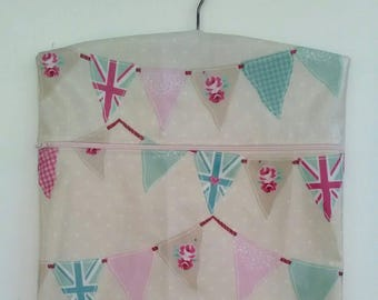 Oilcloth Peg Bag Union Jack Bunting Design with Wooden Hanger & Zipped Fastening