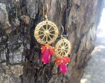 Sicilian Jewelry - Earrings with Sicilian brass wheel wheel and colored agate bunches