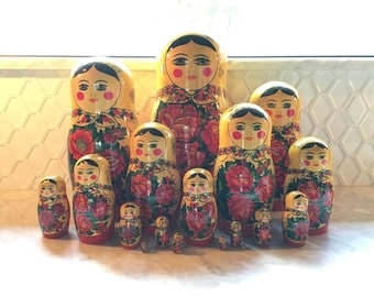 Large Set of Russian Nesting Dolls! Matryoshka - 17 pc Set!