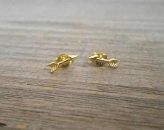 ARROW EARRINGS - 925 Sterling Silver Earrings with Gold E-Coat // Gold Arrow Earrings // Dainty Jewelry