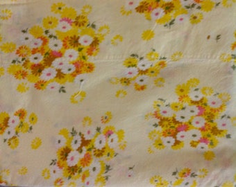 Crisp, clean vintage sheet with bursts of yellow.....flat....twin.....Wamsutta...percale