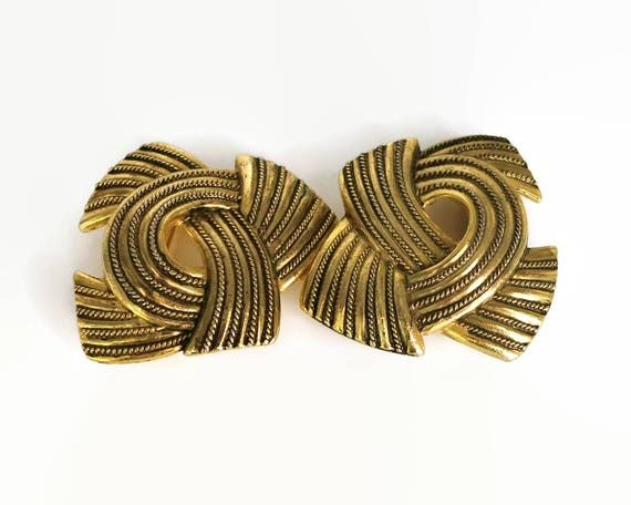Large vintage belt buckle, double buckle in gold tone metal, 2 pieces shaped like bows, textured metal, 5 inches / 12.5 cm wide, 1970s