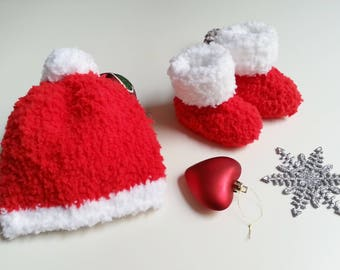 Hat(Cap) and slippers Christmas baby from 0 to 12 red and white woolen hand-knitted months with pompom