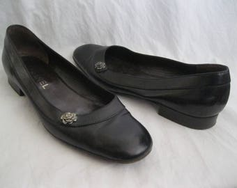 Chanel Black Leather Flower Flats Size 38 1/2