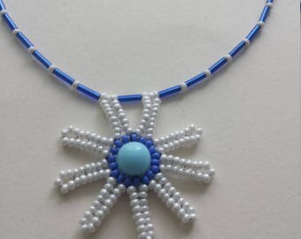 Daisy beaded necklace blue white; Flower necklace; beaded necklace blue white