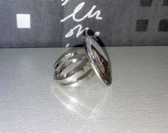 Adjustable cabochon ring