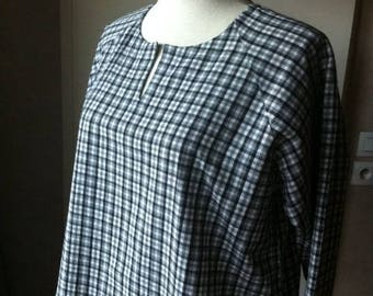 Pretty tunic, women XL Black and white Plaid blouse loose fitting and comfortable