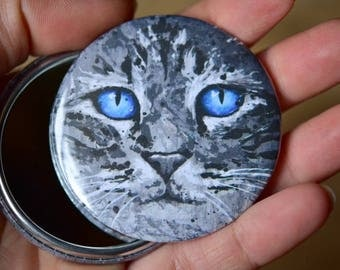 Pocket mirror with a cat with blue eyes