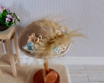 Victorian hat whit romantic rose in silk ribbon in 1:12 scale. Wooden support is not included.