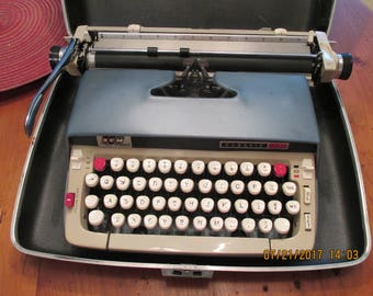 Vintage Smith~Corona Classic 12 Manual Typewriter in Case ~ SCM