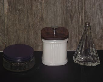 Three vintage & collectible glass jars/bottle from the 1940's, all in very good condition.