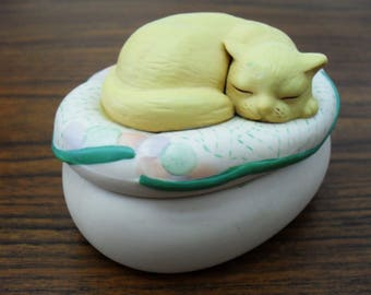 Vintage Hallmark Cards Ceramic Trinket Box With Sleeping Cat Kitten On a Pillow Lid