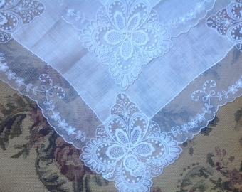 VINTAGE WEDDING HANDKERCHIEF. Lace handkerchief. Unused. With tag.