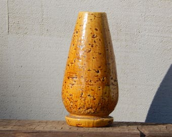 Scandinavian Vintage Gunnar Nylund Gunnar Nylund (1940s) Intense yellow chamotte vase Studio Pottery by Rostrand Sweden Stoneware