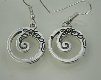 Silver plated // Swirly rose earrings