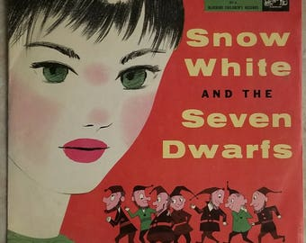 Snow White and the Seven Dwarfs 78 Record in Colorful Sleeve