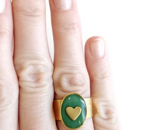 Green shimmer/gold heart oval ring • cocktail ring, oval ring