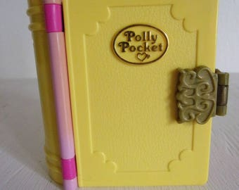Vintage 1995 Polly Pocket Princess Palace Enchanted Book Compact - 5 Pieces Total - 2 Figurines, 1 Horse, 1 Carraige -- Bluebird Toys