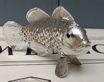 Exquisitely detailed, Christofle lumiere, d'argent collection silver plated fish, silver collectables.
