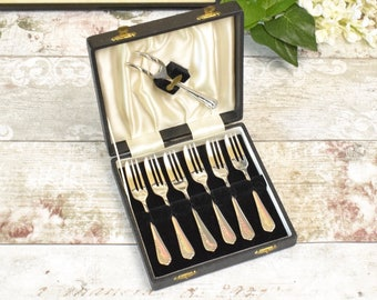vintage set of six silver plated (EPNS)pastry or cake forks in original box.