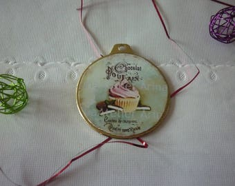 Support round pendant and pink CUP CAKE vintage cabochon image and these pieces of chocolate, sold individually.