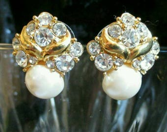 Crystal rhinestone faux Pearl stud Earrings goldtone wedding Formal prom  pierced wedding  earrings Excellent Condition!