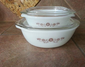 Vintage Dynaware Pyr-O-Rey Four Piece Set, 2 Quart and 1 Quart Baking Casserole Dish with Lid Brown Daisy Flowers,  Excellent Condition