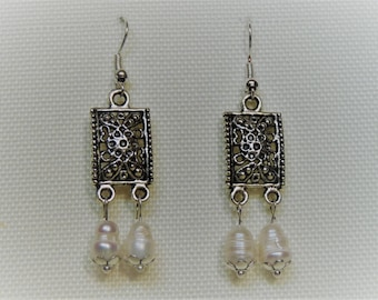 EARRINGS on silver hook and stanchion Baroque pearls