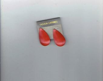 burnt orange earrings looks like teardrops 1960's