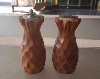 """Vintage 6"""" tall wooden Pineapple Pepper Mill  Salt and Pepper Shaker Set"""