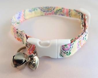 Cat Collar optional Bow // Pale cream paisley