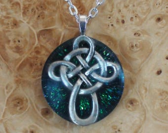 Forest Green Dark Viking Celtic Knot Cross 4-directions Soul-Antennas Crystal Orgone Energy Pendant Necklace Unisex 25mm Wizard Shaman Brave