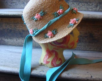 Vintage Authentic 1920's Natural Straw Girl's Cloche' Hat with Felt Flowers
