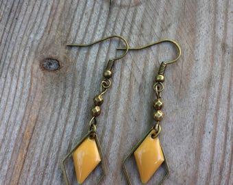 Bronze earrings with a mustard yellow enamel diamond