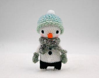 Crochet pattern: Larry the mini snowman