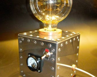 Industrial table lamp made of aluminum and wood with voltmeter 220v