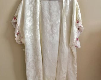 Rose Lace Nightgown Cover/Robe / Vintage Lingerie / Vintage nightie