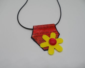 Necklace made of paper and felt