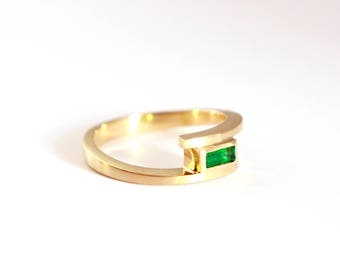 yellow gold emerald ring, emerald ring, Emerald, baguette-cut, gold ring