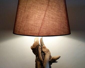 Très jolie lampe en bois flotté alliant 2 matières et 2 teintes opposées