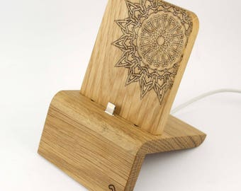 iPhone Dock (Oak - Edition Mandala) for iPhones and Android Phones with/without cases (Lighthing, Micro-USB, USB-C)