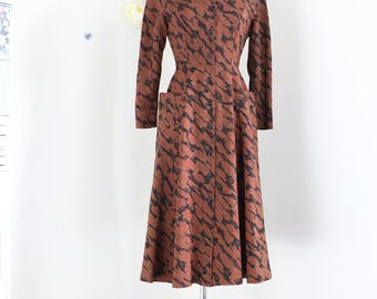 1940s Dress - Fit And Flare Midi Dress - Abstract Print - Long Sleeve - Feminine Full Skirt - Oversized Pockets - Brown Black - Size XS