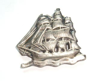 Sailing ship brooch. Barque, Schooner of sterling silver. Vintage Brooch. A 3 mast sailing ship with full masts open on waves of water.