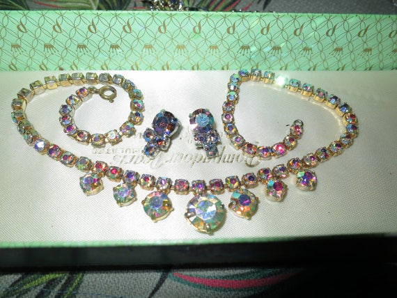 Beautiful vintage rainbow reflect aurora borealis necklace and clip on earrings