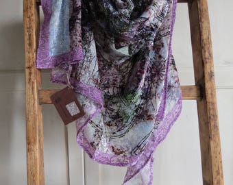 Silk and viscose, delicate velvet stole overhead showers on antiche trame