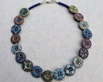 Ras de cou graphique, coloré, motif carreaux de ciment, cadeau femme, Short of graphic and colored neck, motive cement tiles, present woman