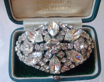 Gorgeous 1950s large oval brooch with marquise cut, claw set rhinestones