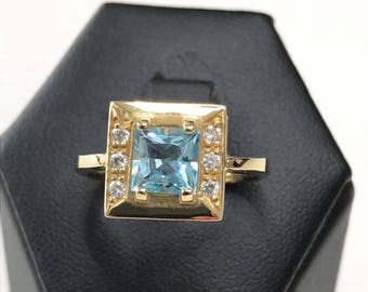 18k yellow gold ring with Swarovski crystals and blue topaz.