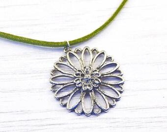 Silver daisy pendant, daisy necklace, flower necklace, flower pendant, silver flower, silver daisy, sunflower, minimalist necklace